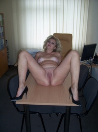 blonde mature pussy mature blond spreading legs