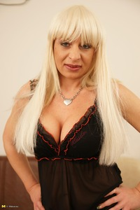 blonde mature this blonde mature pussy likes showcase off body shape
