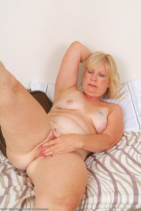 blonde mature mature blonde housewives gallery horny porn