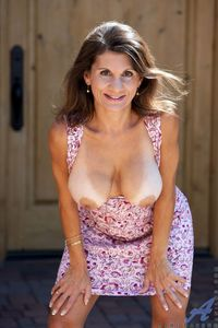 boobs mature picpost thmbs hanging mature boobs tanlines pics