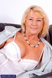 busty mature mature busty anilos regie boobs lady from attachment