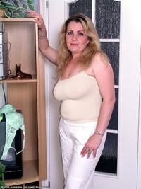 chubby mature tits porn rank chubby mature showing cameltoe photo