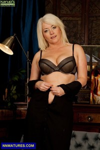 curvy mature amber jewel curvy mature lady boobs chubby blonde lingerie attachment
