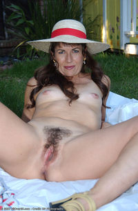 hairy mature scj galleries gallery muscular milf displays hairy pussy park