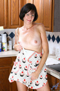 horny mature ass imarchive horny mature mom wearing nothing but apron