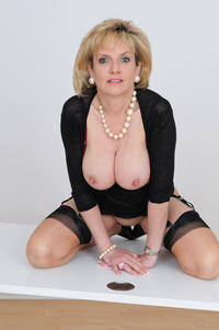 huge mature photo large sexy mature granny lady sonia shows huge boobs free gilf pics
