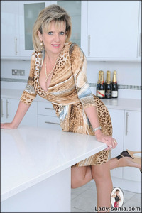 lady sonia mature fully fashioned nylons leggy milf presented lady sonia