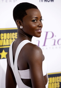 mature adele wenn lupita nyongo white calvin klein critics choice awards flawless