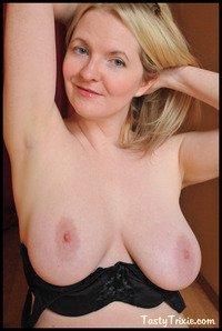 mature bra mature trixie breasts pornography black bra nudies