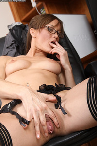 mature brunette imarchive mature brunette glasses stockings spreading pussy
