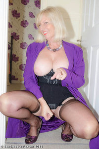 mature gilf gilf green light sey seamed stockings sizzlinghotmilf eve