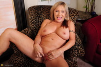 mature hot pic hot mature slut playing wet pussy muff