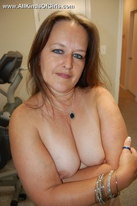 mature mommy galleries gthumb mature mommy shows spread legs got