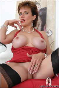 mature red sexe red sonia