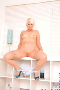 mature sally galleries anilos blonde mature sally spreads shaved pussy