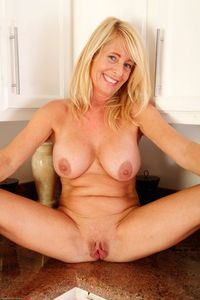mature spread picpost thmbs spread legs mature blonde meaty vag pics