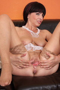 mature spread large niujxc yearsoldpussy brunette busty mature shaved spread