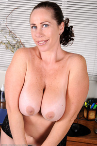mature spread large noayvf yearsoldpussy hairy mature milf solo spread
