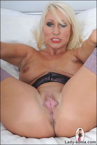 mature spreads large bdsm lady sonia mature spreads thick cunt lips from