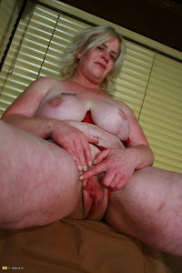 mature whore galleries mature whore gapes puffy cunt