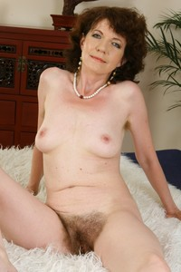 matures hairy mature cunt