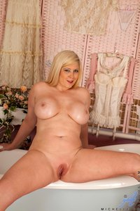michelle b mature michelle pornstar poses naked