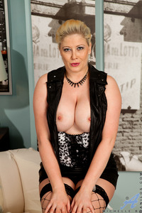 michelle b mature galleries michelle mature picture mgp facial