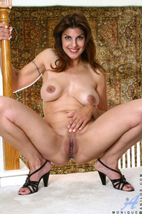 monique mature mature anilos cougar monique spreads legs wide plunges