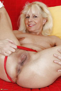 old milf mature media original mature fuck sluts cougar fuckers milf joanne gets pleasure from