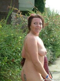 outdoor mature shaz pissing outdoors