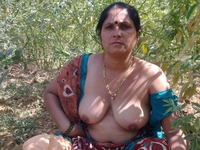 outdoor mature bmature mature saree aunty hot flashing outdoor