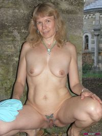 pierced mature picpost thmbs amateur mature housewife showing pierced nipples pussy pics