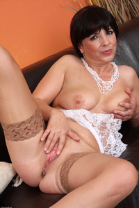 shaved mature large niujxc yearsoldpussy brunette busty mature shaved spread