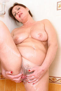 shower mature tits porn shower time mature mom olga photo
