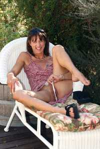 spreading mature outdoor mature spreading shaved pussy lady outdoors filmvz portal